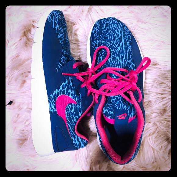 Nike Shoes | Euc Cheetah Print Blue